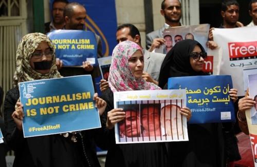 «إعدام الحقيقة».. الحوثيون يطبقون «قضايا الإرهاب» على صحفيين مختطفين منذ 4 أعوام