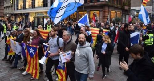 """إصابة 12 من الشرطة الأسبانية في مظاهرات """"كتالونيا"""""""