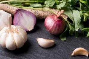 دراسة حديثة ..البصل يحمي الإنسان من مرض السرطان
