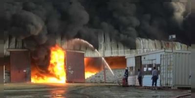 شاهد.. حريق مصنع أخوان ثابت في الحديدة
