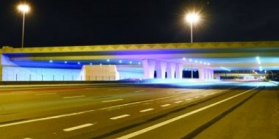 أبوظبي تستبدل إنارة 21 جسرا من التقليدية إلى LED