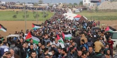 مقتل طفل وإصابة 10 فلسطينيين في مسيرات العودة برصاص الاحتلال