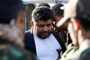 وزير مالية الانقلابيين.. بين مطرقة الحوثي وسندان المشاط (حصري)