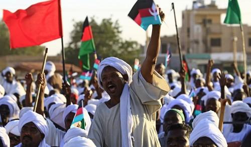 """أول رد من المعارضة السودانية على تراجع """"البشير"""""""