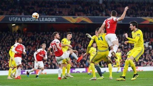 الصحف الإنجليزية تهتم بتأهل أرسنال وتشيلسي في الدوري الأوروبي