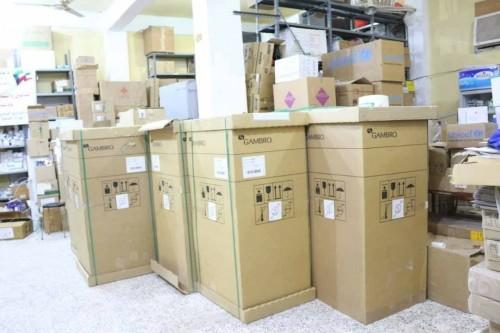 مركز الملك سلمان يسلّم صحة المهرة الدفعة الأولى من أجهزة غسيل الكلى (صور)