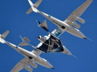 """للمرة الأولى.. """"فيرجن"""" تطلق طائرة صاروخية تحمل راكبًا إلى الفضاء"""