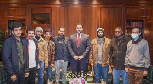 خالد بن سلمان يلتقي جنود السعودية المصابين في أمريكا