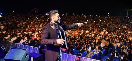 تامر حسني يتألق في حفله الأخير بجدة (صور)