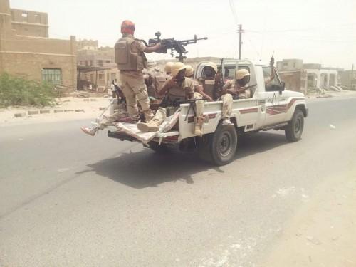 الحزام الأمني بأبين يسيطر على معسكر تابع لتنظيم القاعدة بمودية