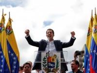غوايدو يتحدى ماردور ويعلن دخول أول شحنة مساعدات إلى فنزويلا