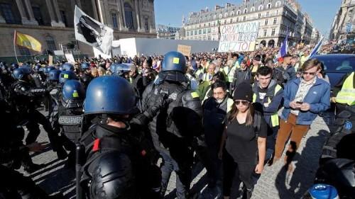 اعتقال 29 فرنسيًا في الأسبوع الـ 15 لاحتجاجات السترات الصفراء