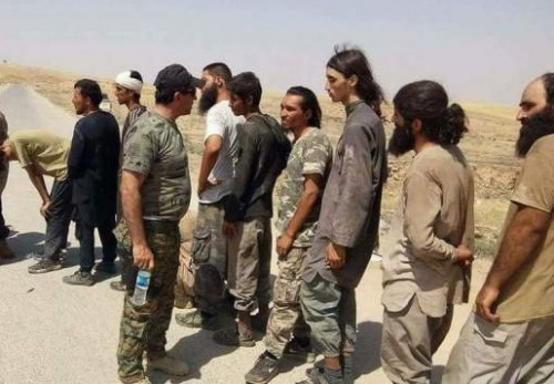 """العراق يتسلم من سوريا الدفعة الثانية من عناصر """" داعش """""""