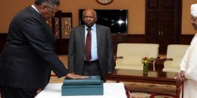 وسط الاحتجاجات الشعبية.. وزراء السودان الجدد يؤدون اليمين الدستوري