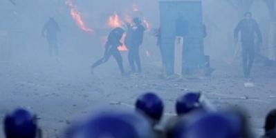 الشرطة الجزائرية تفرق مظاهرات احتجاجية بالغاز المسيل