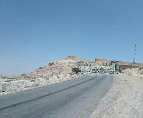 قاطرة توقف طريق عقبة عبدالله غريب بين ساحل ووادي حضرموت