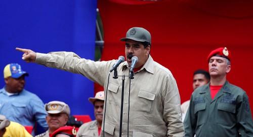 بمرافقة الشرطة.. موظفو القنصلية الكولومبية يغادرون فنزويلا