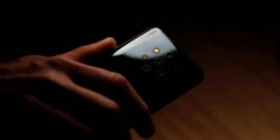 الكشف عن أول هاتف في العالم بـ5 كاميرات