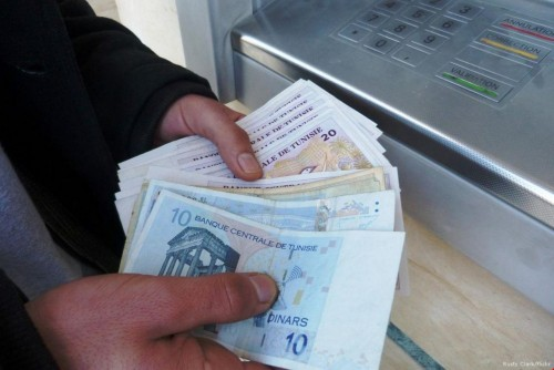 محافظ البنك المركزي التونسي يكشف توقعاته بانهيار الدينار