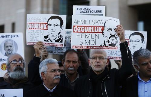وثيقة: أردوغان اعتقل 232 صحفياً مطلع 2019 واستجوب أهالي بعضهم