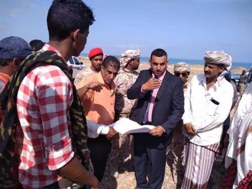 محافظ سقطرى يشرف على عملية شق شارع 30 وفروعه بالعاصمة حديبو  (صور)