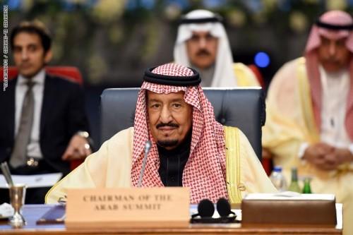 العاهل السعودي يصل إلى المملكة عقب مشاركته فى القمة العربية الأوروبية