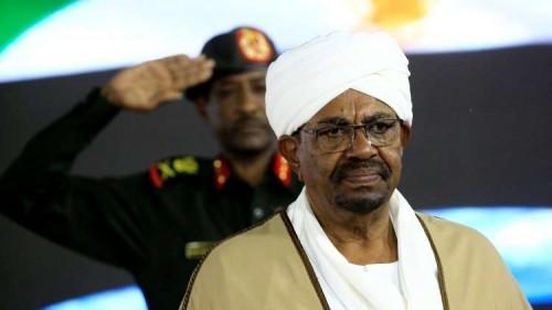 الرئيس السوداني يحظر توزيع وبيع المحروقات