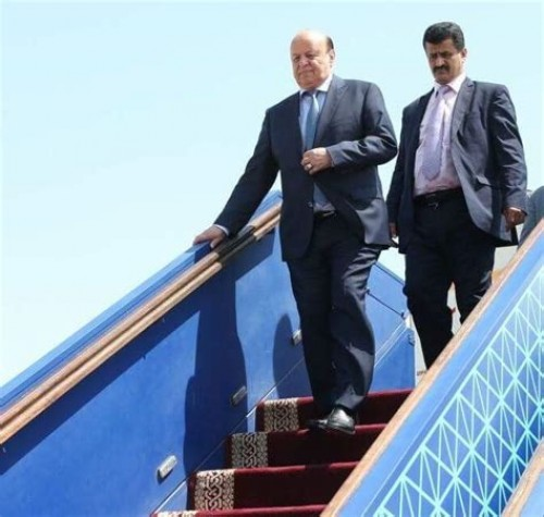 هادي يصل الرياض بعد مشاركته في القمة العربية الأوروبية