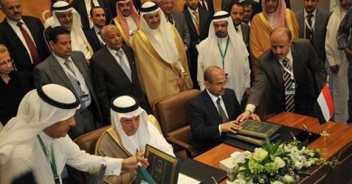 بمليار دولار.. التحالف العربي يضمد جراح اليمنيين والمليشيات تقتل الأبرياء