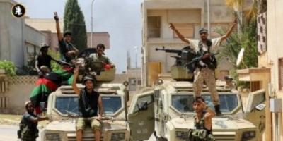 قوة عسكرية ليبية تلقي القبض على أحد عناصر داعش