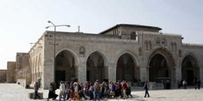 شعارات يهودية على أحد أبواب المسجد الأقصى