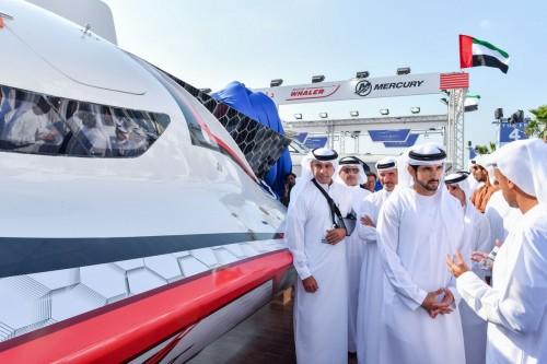 بن راشد يزور معرض دبي العالمي للقوارب (صور)