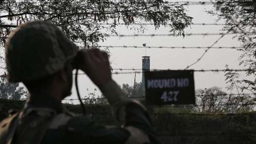 تبادل إطلاق النار بين الهند وباكستان عبر الحدود فى كشمير