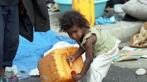 """فظائع الحوثي تقود إلى المستحيل.. أسرة تُزوّج طفلة """"عمرها 3 سنوات"""" من أجل مأوى"""
