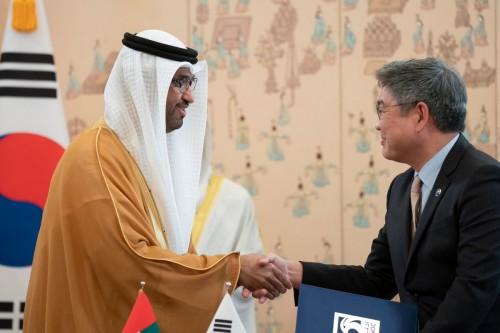 قرقاش: التعاون النووي مع كوريا منصة استراتيجية لتعميق العلاقات