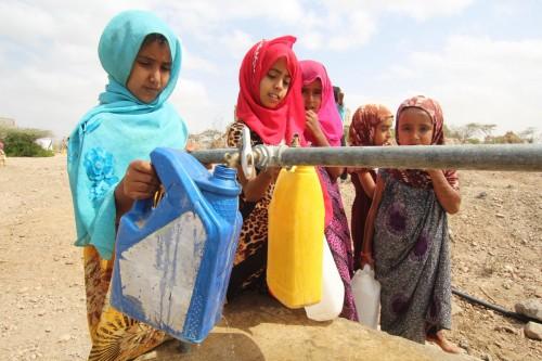 تركيب نظام مياه جديد في قرية تابعة لمحافظة لحج