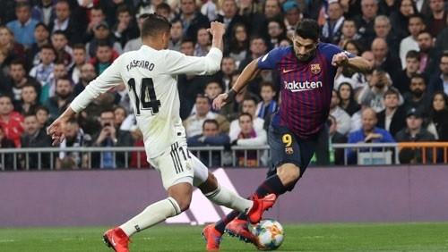 فوز برشلونة على ريال مدريد يتصدر عناوين الصحف الإسبانية