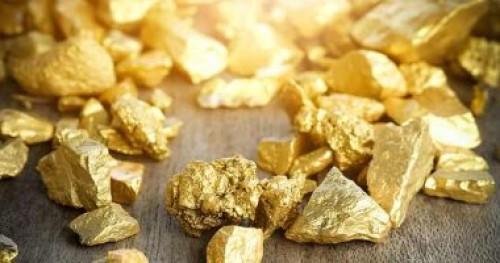 الذهب يهبط لأول مرة منذ 5 أشهر مع ارتفاع الدولار