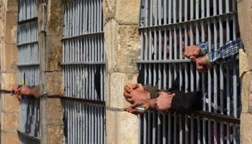 """مسالخ الموت البطيء.. """"السل"""" يغزو سجون الحوثي"""