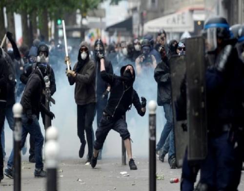للجمعة الثانية.. اشتباكات وإصابات قرب القصر الرئاسي بالجزائر (تفاصيل)