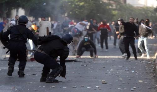 إصابة 56 شرطياً و7 مواطنين خلال اشتباكات الجزائر