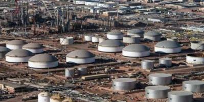 النفط يهبط 2% لتضرره من بيانات لقطاع التصنيع بأمريكا