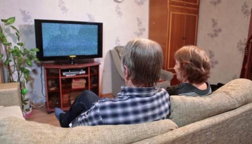 دراسة حديثة : التلفزيون يُضعف الذاكرة بعد سن الـ50