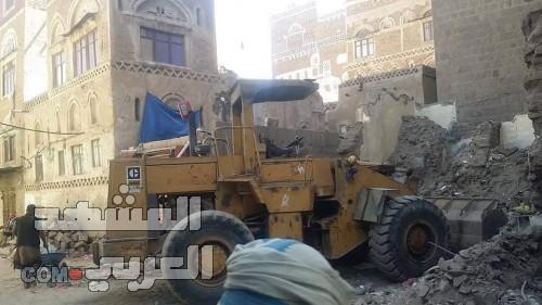 مليشيات الحوثي تزيل مبنى تاريخي في مدينة صنعاء القديمة