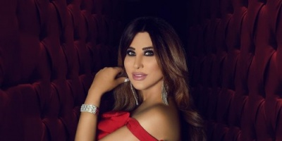 اللبنانية نجوى كرم تتألق بالأحمر في أحدث جلسة تصوير (صور)