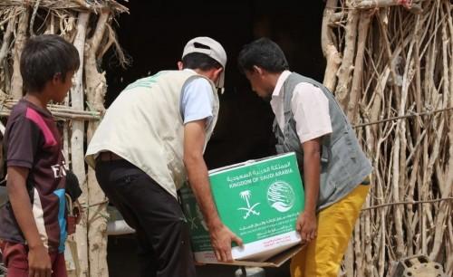 مركز الملك سلمان للإغاثة يوزع 306 سلال غذائية بحجة