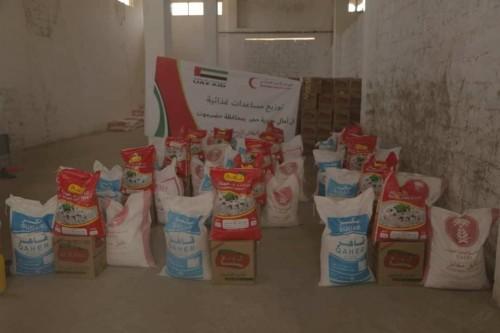 ألف سلة غذائية من الإمارات لأهالي مديرية حجر بحضرموت