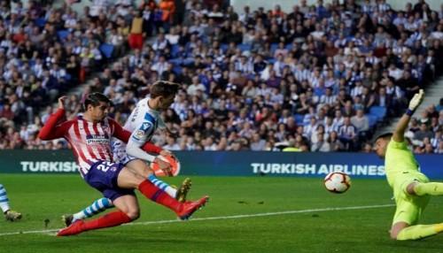 أتليتكو مدريد يفوز على ريال سوسيداد 2-0 في الدوري الإسباني