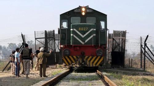 بعد التهدئة.. باكستان تستأنف رحلات القطار السريع للهند