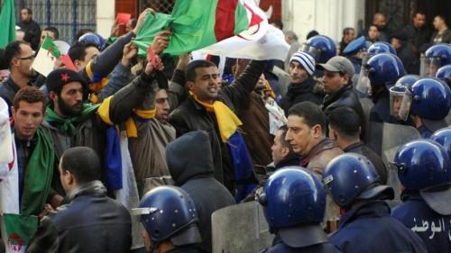 الجيش الجزائري يعلن التدخل للحفاظ على أمن البلاد